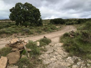 Cruce con el camino procedente de Bayatalo