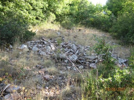 Restos de edificación en la villa de Lerda