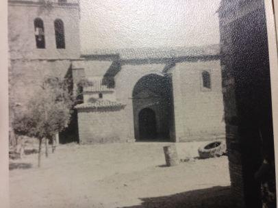 Vista de la Iglesia y la plaza