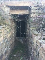 Puerta de acceso al necero