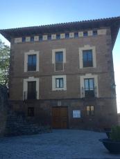 Edificio del Ayuntamiento. Palacio renacentista del siglo XVI. Casa natal de Juan Francisco Guillén Isso