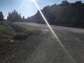 Cruce con el camino de la confederación hidrográfica del Ebro. Tomaremos el desvio a la izquierda