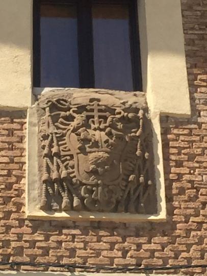 Escudo de armas de Juan Francisco Guillén Isso. Fachada del Ayuntamiento