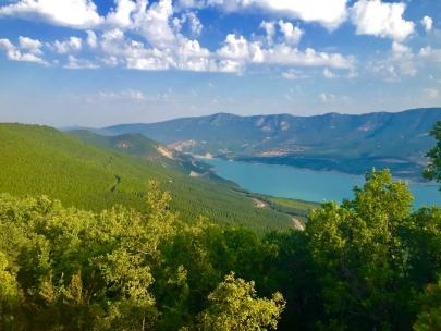 Vista de la zona de Yesa. Se puede ver el paco de Tiermas, el embalse de Yesa y la sierra de Leyre.