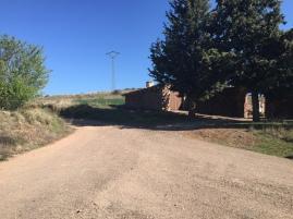 Tomamos el camino a mano izquierda dirección a la Sierra.