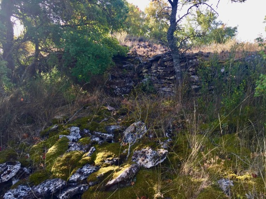 Restos de edificios en los Casales de Lerda