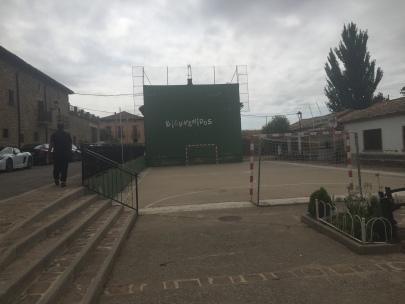 Llegada a la plaza del frontón de Urriés