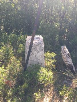 Mojón geodésico situado en el alto del Monte de Santa Cruz