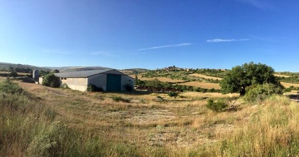 Vista del corral de Chaverri. Al fondo Undués
