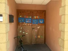 Puerta del centro escolar